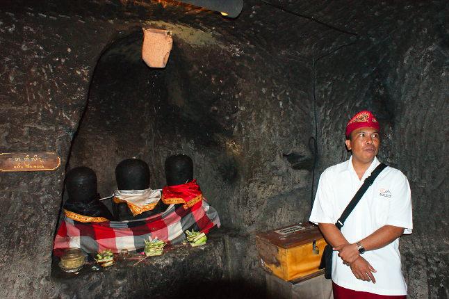 Astina dans une grotte du Temple