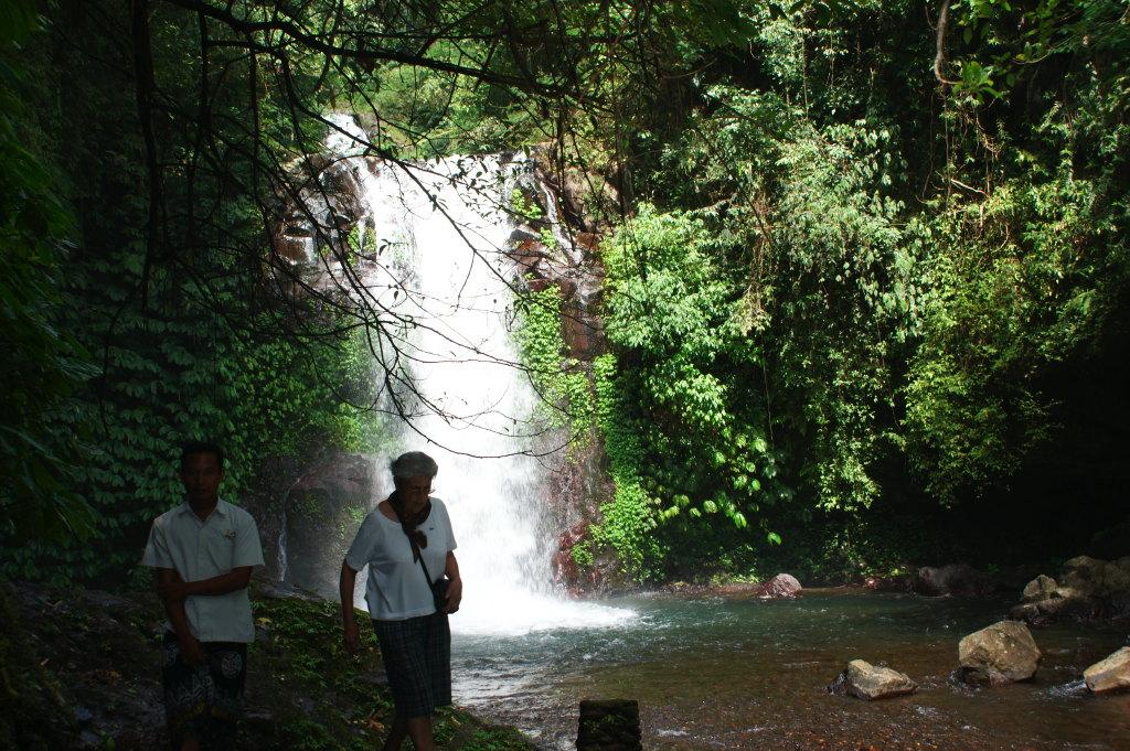 Promenade aux chutes de Gitgit