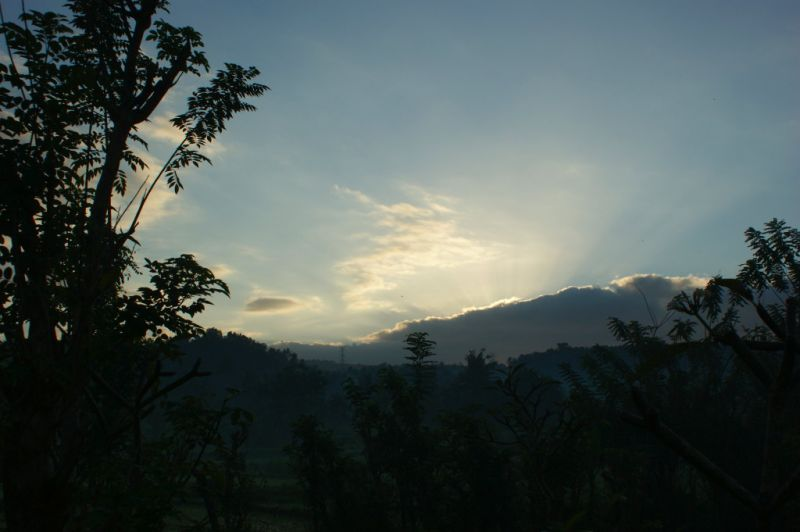 Lever de soleil vers Manggis