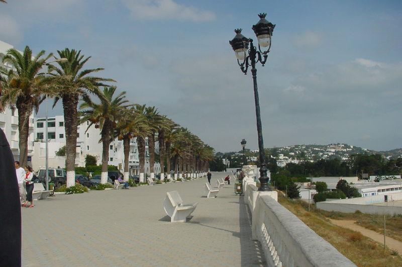 Boulevard le long de la mer à la Marsa